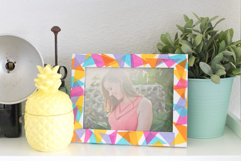 How to decorate a frame with tissue paper